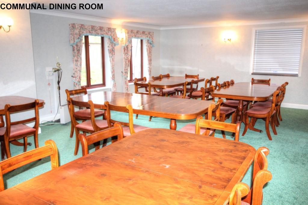 Comunal Dining Room.