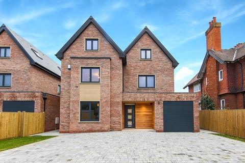 6 bedroom detached house for sale - Woodford Road, Woodford, Bramhall