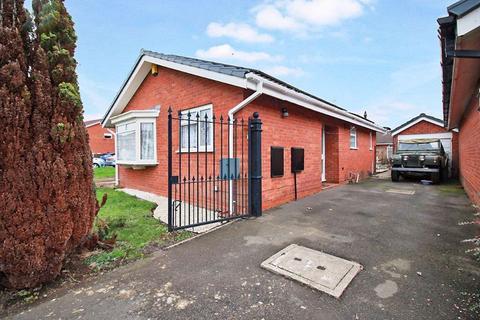 2 bedroom detached bungalow for sale - Dowty Way, Wolverhampton