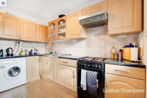 3 bedroom flat to rent - John Ruskin Street, London SE5