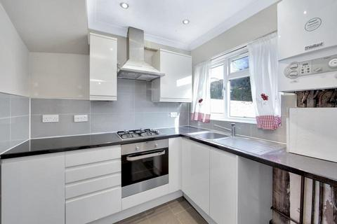 3 bedroom terraced house to rent - Bastion Road, London SE2