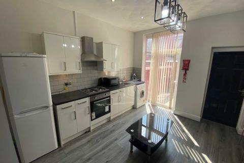 4 bedroom house share to rent - Seaford Road, Salford