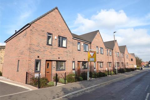3 bedroom terraced house for sale - Leeds Old Road, Batley, West Yorkshire, WF17
