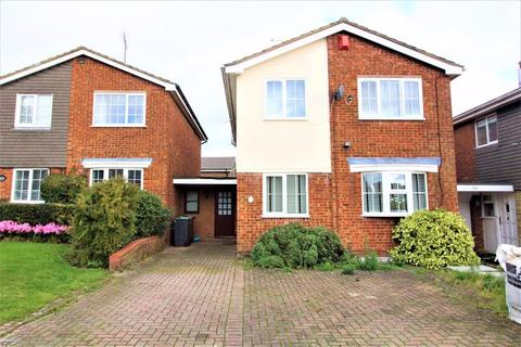 4 bedroom detached house for sale - SIMPLY STUNNING on Benson Close, Luton