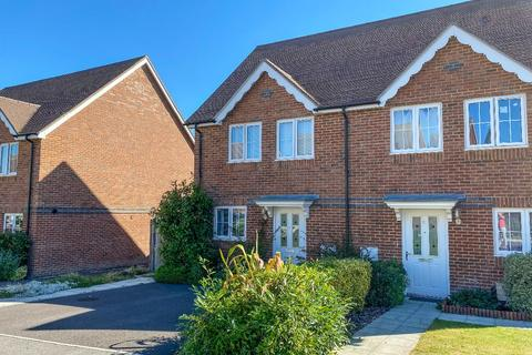 3 bedroom semi-detached house to rent - Holmes Road, Riverdown Park, Salisbury