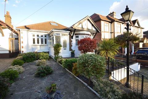 5 bedroom detached bungalow for sale - Roding Lane South, Redbridge, Essex, IG4