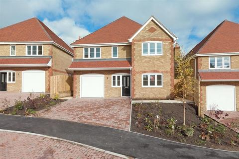4 bedroom detached house for sale - Robin Close, Bobbing, Sittingbourne