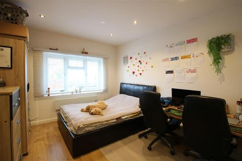 Studio for sale - Laleham Road, London