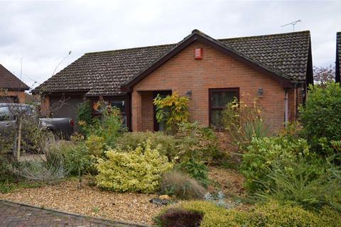 2 bedroom detached bungalow for sale - St Margarets Close, Wimborne, Dorset