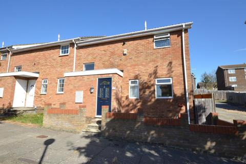 3 bedroom terraced house to rent - Wexham Close, Luton