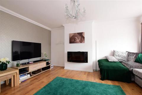 3 bedroom terraced house - Flamingo Walk, Hornchurch, Essex
