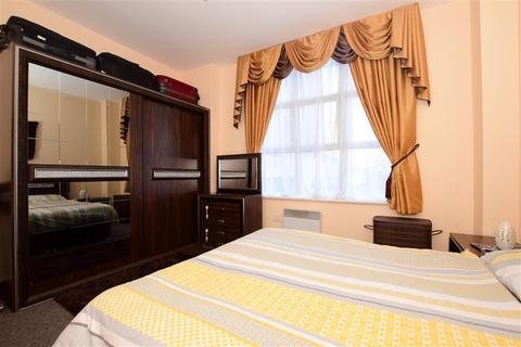 2 bedroom ground floor flat for sale - Ripple Road, Barking, Essex