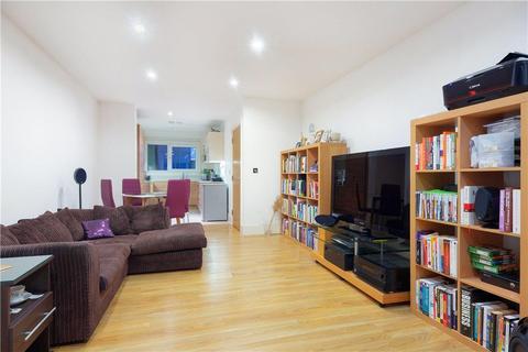 2 bedroom flat - Wandsworth Road, London, SW8