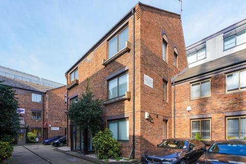 Property to rent - Cambridge Court, Uxbridge Road, Hammersmith, W67NJ