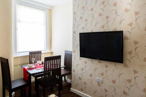 6 bedroom house share to rent - Edge Grove, Kensington