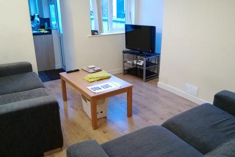 3 bedroom property to rent - x3 Bed Property - Bolingbroke Road - Available From September 2021
