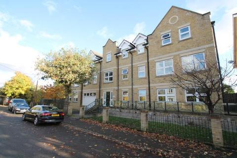 2 bedroom flat for sale - Orchard House, Leacroft, Staines-Upon-Thames, TW18