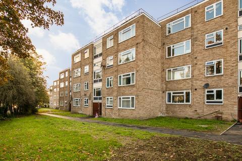 3 bedroom flat for sale - Lambourn Close, London