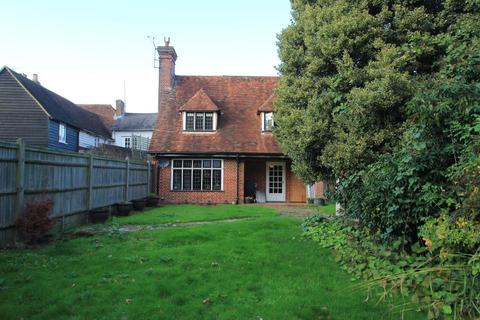 4 bedroom semi-detached house to rent - High Street, Cranbrook, Kent, TN17 1AL