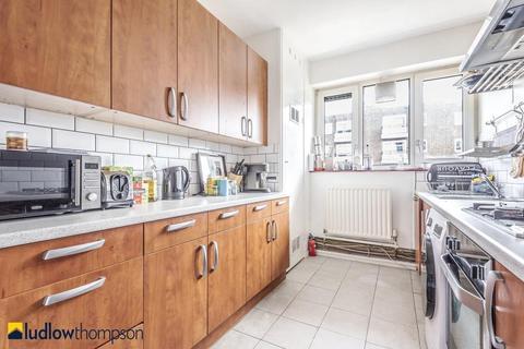 2 bedroom flat to rent - Wyvil Road, London SW8