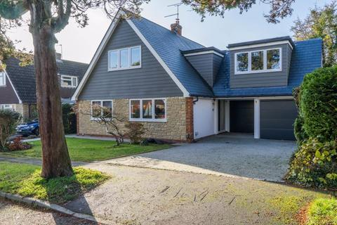5 bedroom detached house for sale - Norstead Gardens, Southborough