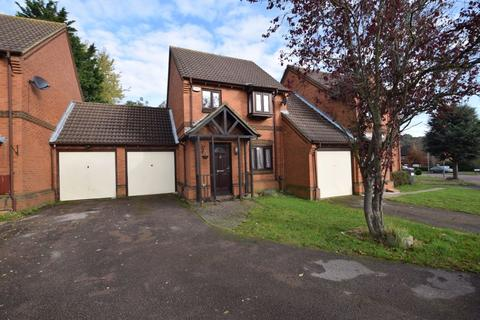 3 bedroom detached house for sale - Gleneagles Drive, Luton