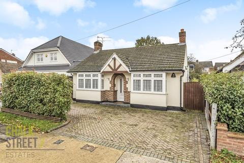 3 bedroom detached bungalow for sale - Hubbards Chase, Hornchurch, RM11