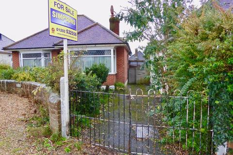 2 bedroom detached bungalow for sale - The Circle, Bournemouth