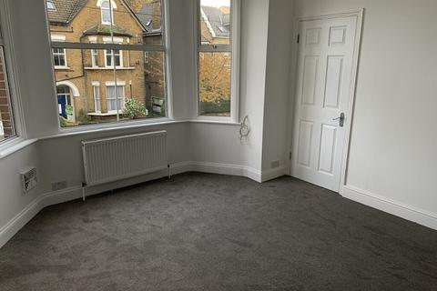 2 bedroom flat - Longley Road SW17