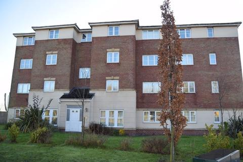 2 bedroom apartment to rent - Ledgard Avenue, Leigh
