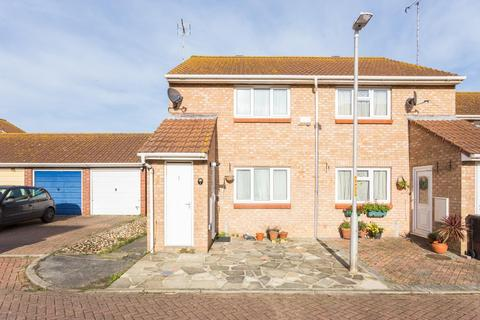 2 bedroom terraced house for sale - Waltham Close, Margate