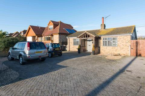 2 bedroom detached bungalow for sale - Colewood Road, WHITSTABLE