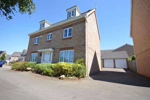 5 bedroom detached house to rent - Corfe Close