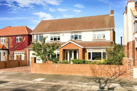 4 bedroom detached house for sale - Brierdene Crescent, Whitley Bay