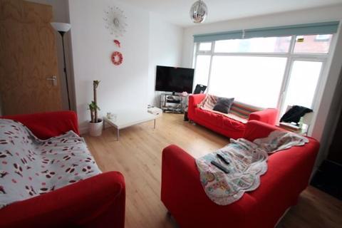 6 bedroom terraced house to rent - Winfield Grove, Leeds, LS2 9BB