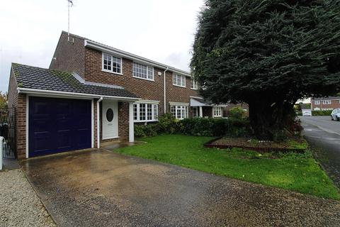 3 bedroom semi-detached house to rent - Swift Close, Deeping St. James