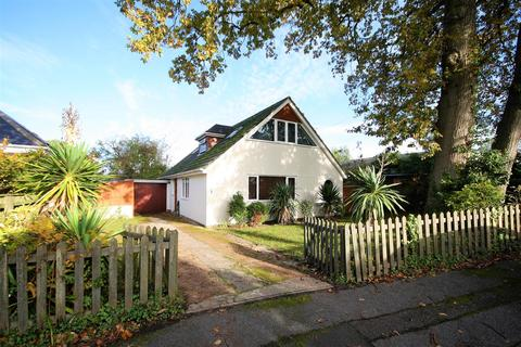 3 bedroom detached bungalow for sale - Crawshaw Road, Lilliput, Poole