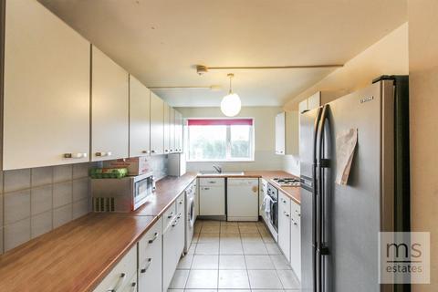 6 bedroom semi-detached house to rent - Trinity Avenue, Nottingham