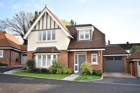 4 bedroom detached house for sale - NOWER CLOSE, EPSOM DOWNS