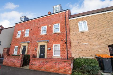 4 bedroom townhouse to rent - Wilkinson Road, Kempston, Bedford
