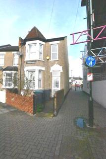 4 bedroom end of terrace house to rent - Strode Road, N17