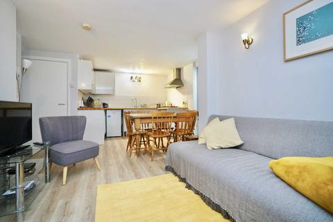 3 bedroom townhouse to rent - St James Gardens, Brighton