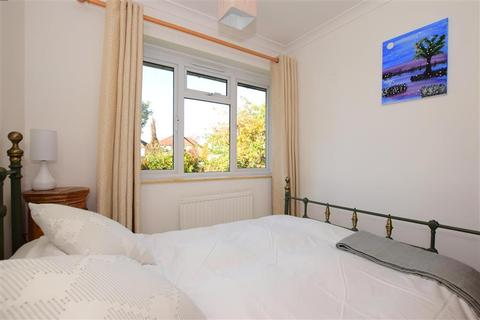 1 bedroom flat for sale - Victor Close, Hornchurch, Essex