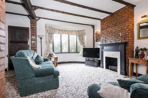 3 bedroom semi-detached house for sale - Ankerdine Crescent London SE18