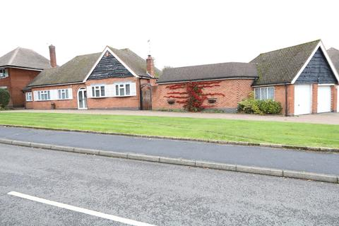 3 bedroom detached bungalow for sale - Ashlawn Crescent, Solihull