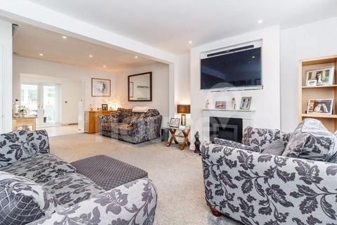 4 bedroom end of terrace house for sale - Plough Road, Minster