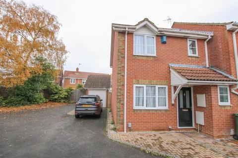 3 bedroom end of terrace house for sale - Plough Close, Aylesbury