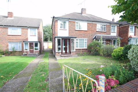 3 bedroom semi-detached house to rent - Hawkwood Crescent, Chingford, London