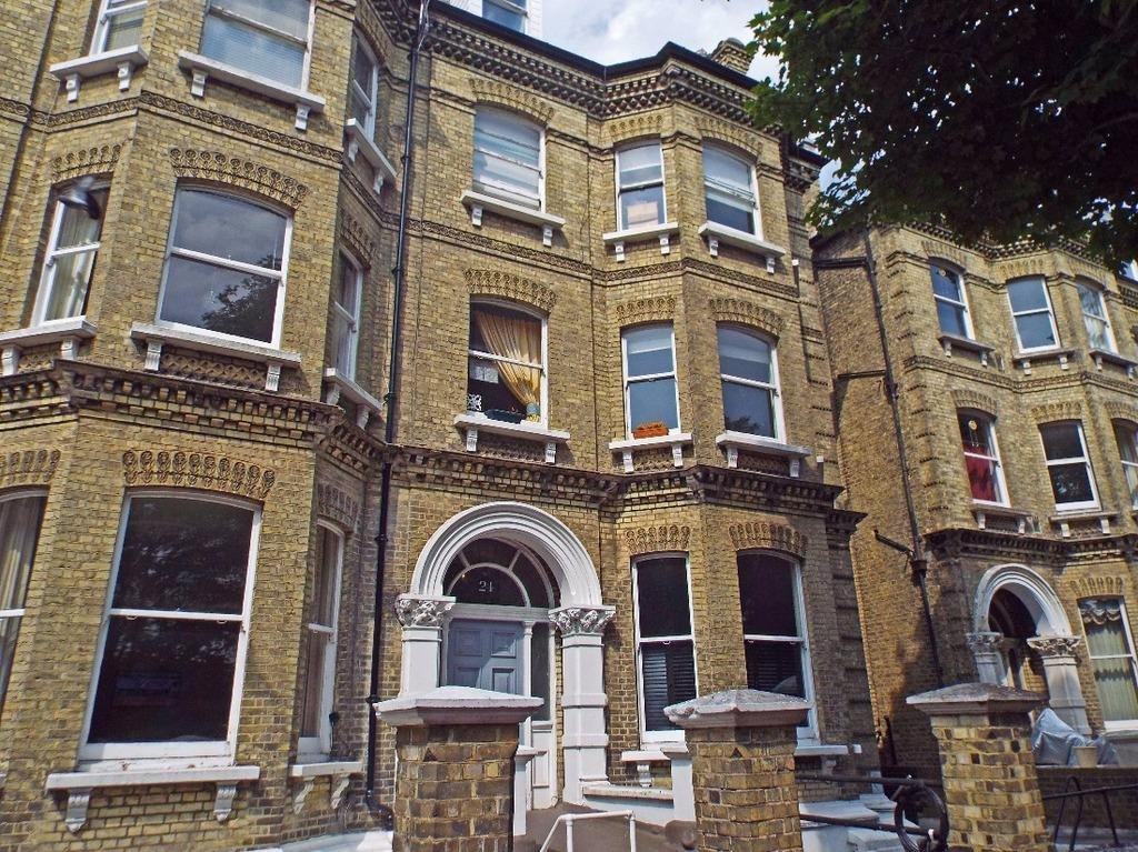 2 Bedrooms Flat for sale in Cromwell Road Hove East Sussex BN3