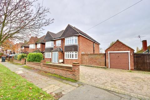 5 bedroom detached house for sale - St. Georges Drive, Ickenham, UB10